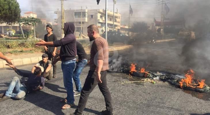 النشرة: قطع طريق بعلبك عند مفرق الخضر وطريق شمسطار