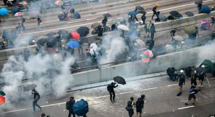 مسيرة في هونغ كونغ احتجاجا على استخدام الشرطة الغاز المسيل للدموع