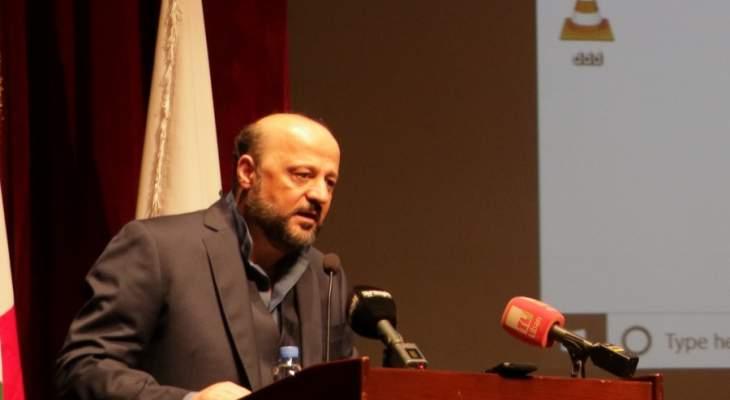 الرياشي وزع شهادات على متدربين في دورة التحرير الصحافي والاذاعي