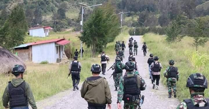 مقتل شرطي إندونيسي و5 متمردين نتيجة اشتباكات في مقاطعة بابوا