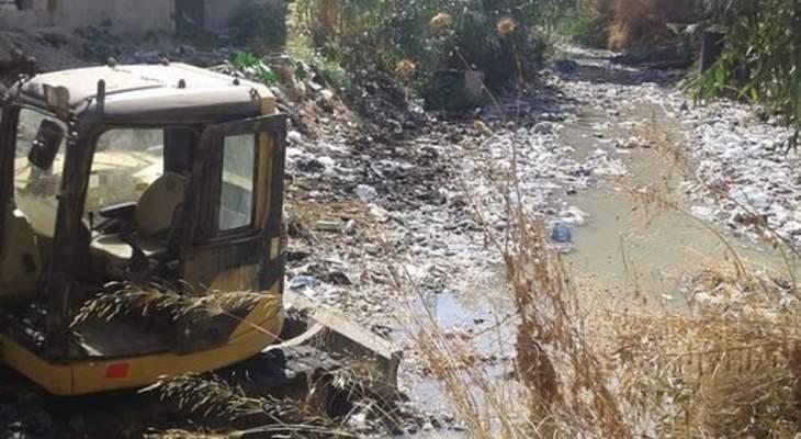 وزارة الاشغال بدأت بتنظيف مجرى نهر الغدير: نرجو عدم رمي النفايات كي لا يطوف النهر