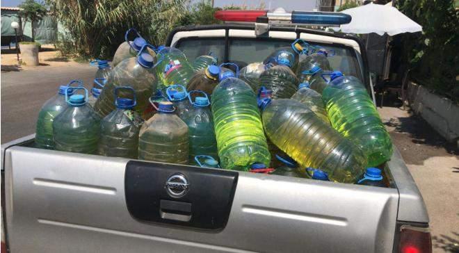 ضبط كمية من مادتي المازوت والبنزين معبّأة في غالونات بلاستيكية بهدف بيعها في السوق السوداء