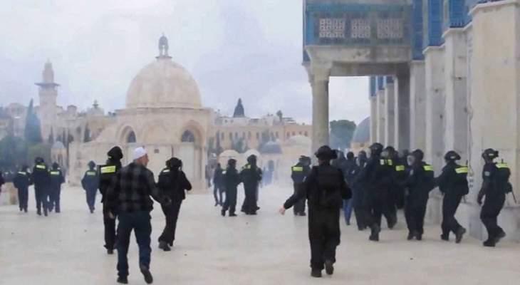 السلطات الاسرائيلية اقتحمت باب السلسلة بالمسجد الأقصى واطلقت الرصاص المعدني على المصلين