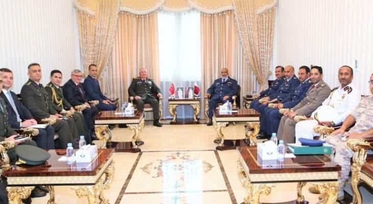 رئيس أركان القوات المسلحة القطرية يبحث مع نظيره التركي تعزيز التعاون العسكري