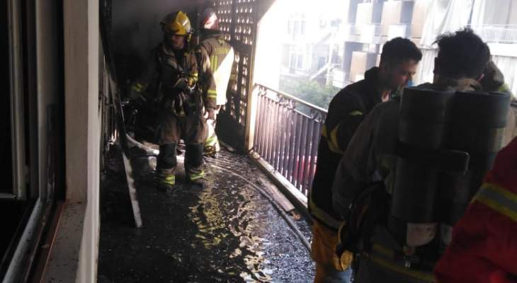 فوج اطفاء بيروت أخمد حريقاً في منطقة الأشرفية بعد إخلاء المبنى من قاطنيه