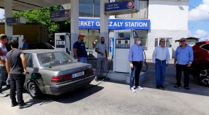 بلدية صيدا تعلق خطة تعبئة البنزين والعمل بالمنصة الالكترونية بسبب الفوضى وانتشار الشبيحة