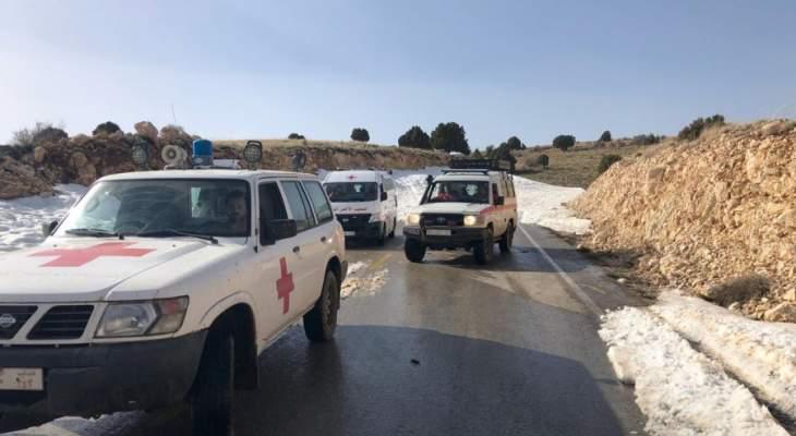 الصليب الاحمر ينقذ 19 شخصا حاصرتهم الثلوج في الحافلة التي كانت تقلهم باتجاه الهرمل