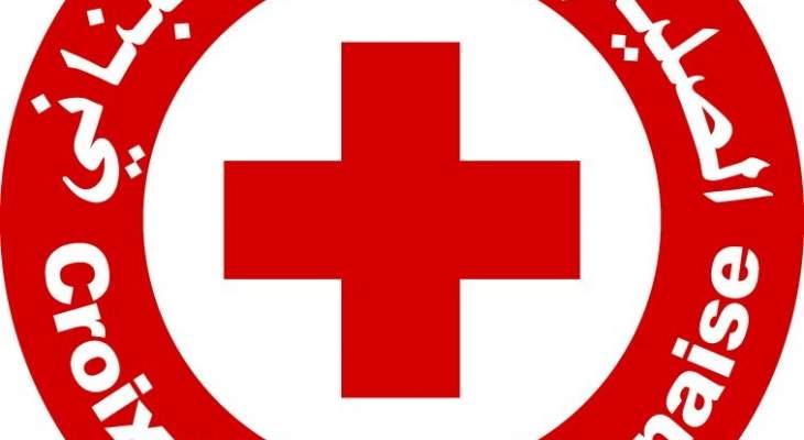 الصليب الاحمر: 11 سيارة اسعاف و44 مسعفا يستجيبون للنداءات الطارئة خلال الاحتجاجات بوسط بيروت