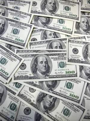 إعفاء بعض القادمين إلى سوريا من تصريف 100 دولار على حدودها