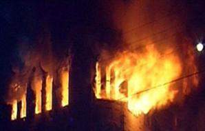 مجهولون أقدموا على  حرق 4 منازل داخل بلدة طفيل الحدودية
