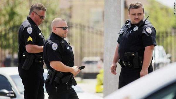 مقتل 4 أشخاص في إطلاق نار بناد ليلي بكانساس الأميركية
