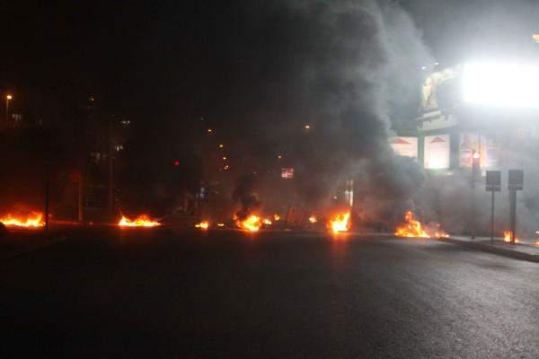 النشرة: المحتجون اقفلوا طريق الكورنيش البحري في صيدا