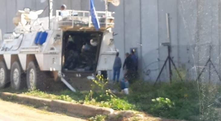 النشرة:الجيش الاسرائيلي يزيل السياج القديم المحاذي للجدار العازل مقابل كفركلا