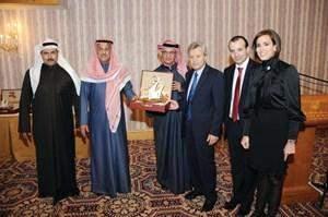 مأدبة تكريمية على شرف النواب غانم وحميد وموسى وعبد العزيز في الكويت