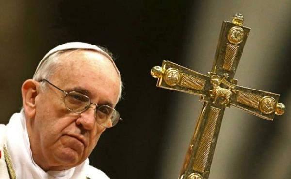البابا: أدمعت عيناي عندما رأيت بالإعلام خبر صلب مسيحيين ببلد غير مسيحي