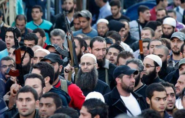الديار: مجموعات ارهابية ترغب بشدّة بالخروج من مخيّم عين الحلوة