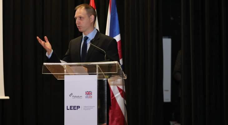 السفير البريطاني بحفل اختتام برنامج تطوير الأعمال والتوظيف في لبنان: ليتحمل السياسيون والقادة مسؤولياتهم