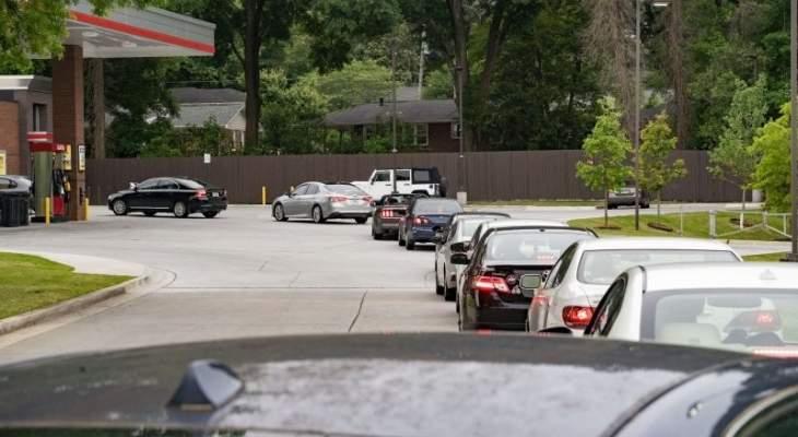 طوابير طويلة أمام محطات المحروقات في الولايات المتحدة بسبب نقص وقود المركبات