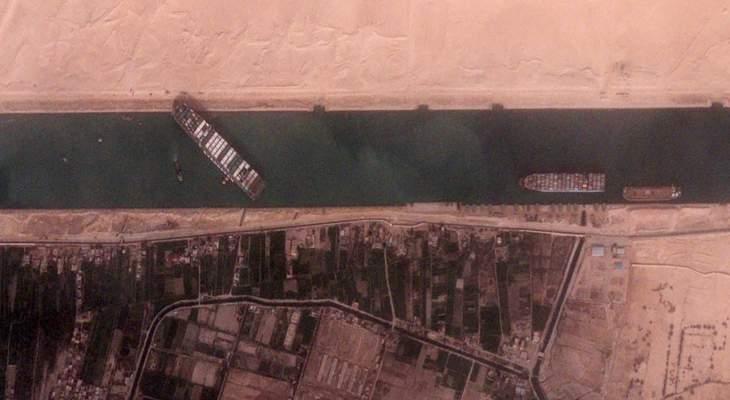 وول ستريت جورنال:تقدم ملموس في جهود تعويم السفينة الجانحة بقناة السويس