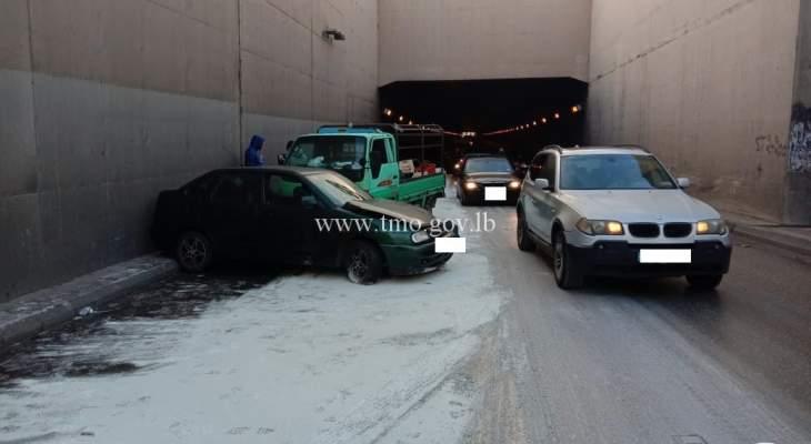 تصادم بين 4 مركبات على أوتوستراد خلدة باتجاه بيروت في أنفاق المطار