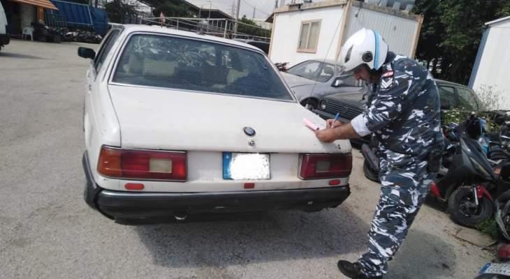 ضبط مركبة غير مسجلة تحمل لوحتين مزورتين يقودها سائقها دون إجازة سوق بالكحالة