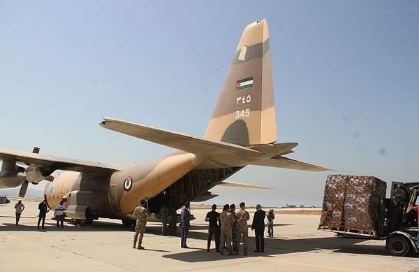 الجيش اللبناني تسلم مواد طبية مقدّمة من الأردن