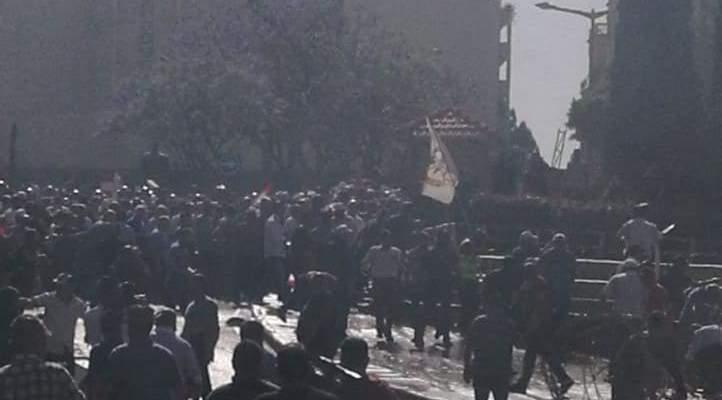 اشتباكات بين القوى الأمنية وعسكريين متقاعدين معتصمين في ساحة رياض الصلح