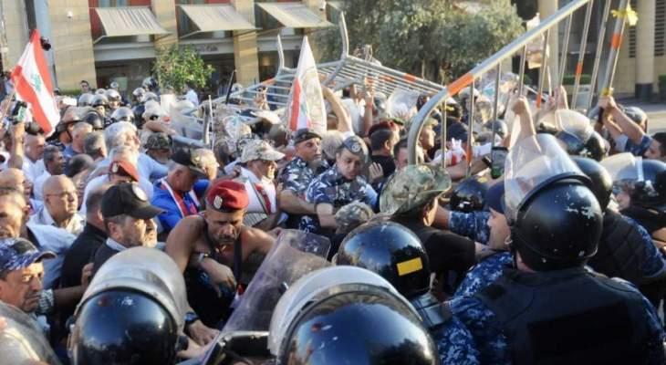 الجيش يطوق تحرك العسكريين المتقاعدين في شارع المصارف مانعا اقترابهم من ساحة النجمة