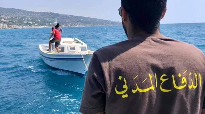 الدفاع المدني: سحب زورق صيد طرأ عطل على محركه مقابل شاطئ البترون