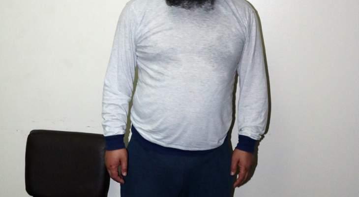"""""""الأخبار"""" في منزل عماد ياسين في """"الطوارئ"""": أمير """"داعش"""" أم أحد """"دراويش"""" المخيم؟"""