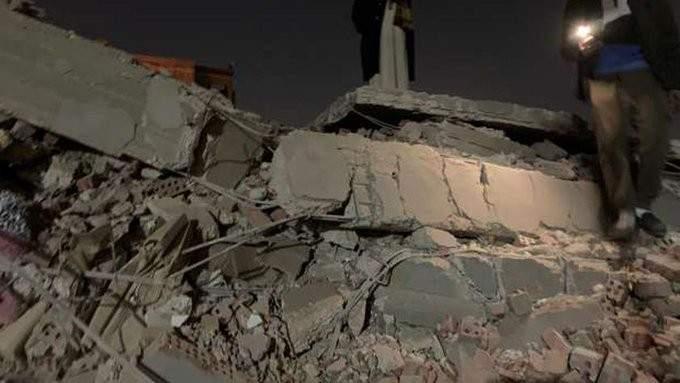 انهيار بناء من 10 طوابق بمنطقة جسر السويس بالقاهرة وأنباء عن سقوط قتلى
