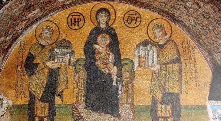 والدة الإله على العرش