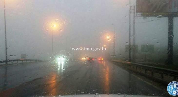 التحكم المروري: لتوخي الحذر وتخفيف السرعة على طريق ضهر البيدر بسبب الأمطار والضباب
