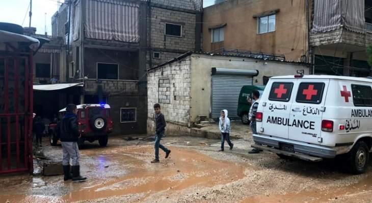 النشرة:الدفاع المدني يعمل على إجلاء مواطنين من منازلهم بالفاعور بسبب السيول
