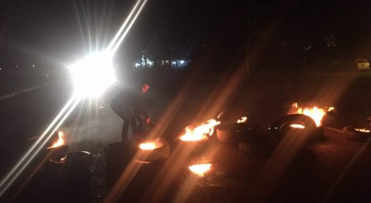 النشرة: قطع طرقات صوفر وساحتها وأوتوستراد بحمدون احتجاجا على الاوضاع الاقتصادية
