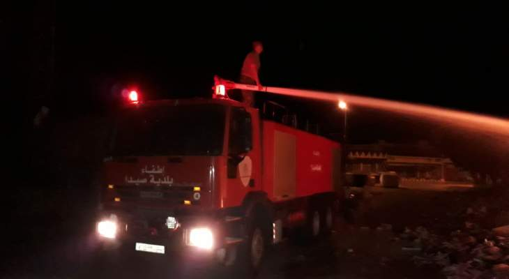 النشرة: اخماد حريق اندلع في بلاستيكيات وأخشاب بالمدينة الصناعية بصيدا
