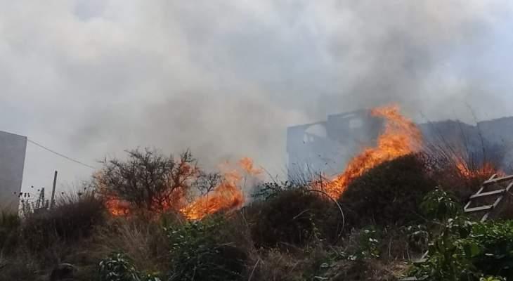 حريق هائل في خراج شيخلار الحدودية وجهود كبيرة لاخماده