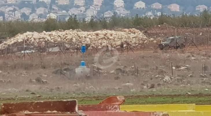 النشرة: قوة إسرائيلية مشطت الطريق الترابي بمحاذاة السياج الحدودي تزامنا مع تحليق للطيران المروحي