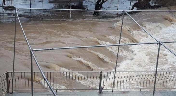 النشرة: فيضان نهر الحاصباني على المنتزهات المحيطة والاضرار مادية