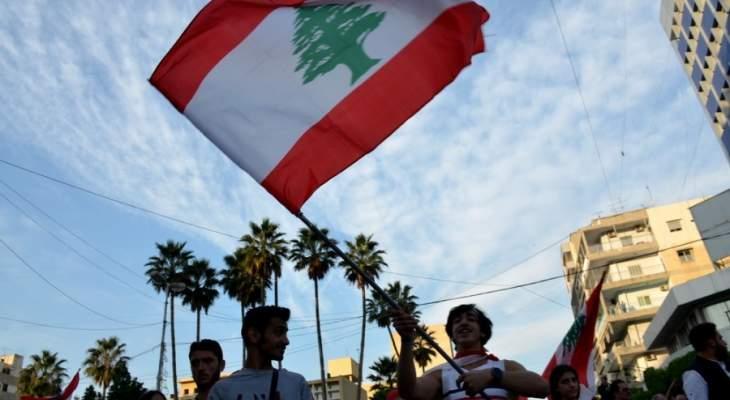 النشرة: المتظاهرون في صيدا يفتحون بوابة الكينايات عند نهر الاولي