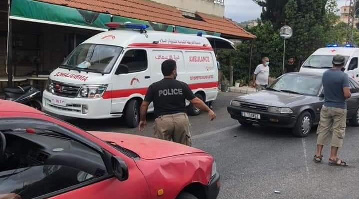 النشرة: سقوط 4 جرحى خلال حادث سير بين سيارتين في صيدا