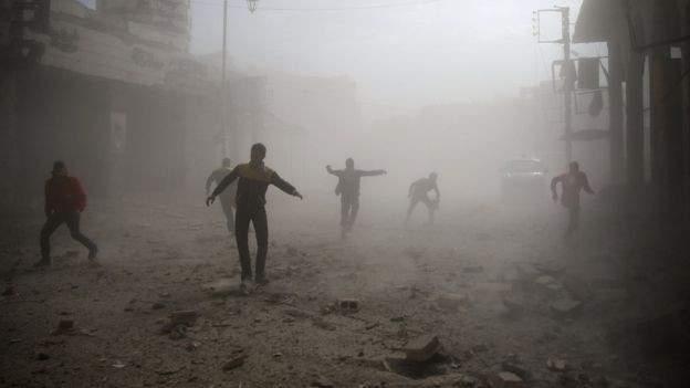 الأوبزرفر:استمرار قصف المدنيين بسوريا بينما المجتمع الدولي يتنافس على السلطة