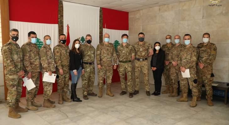 تخريج ضباط بالجيش ومدنيين تابعوا دورة إعداد مدرب بمجال الإعلام العسكري