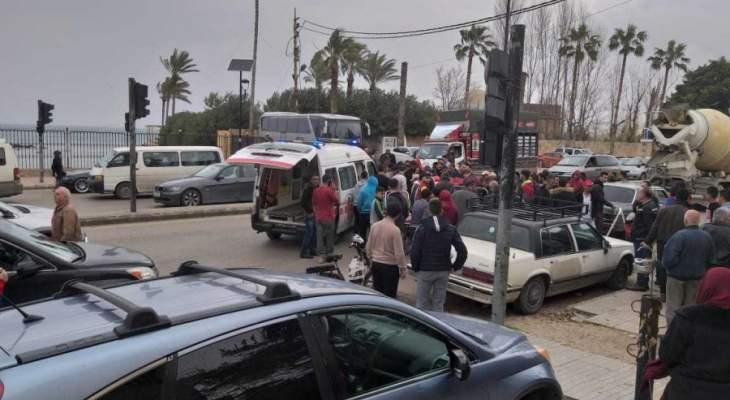 النشرة: إصابة مواطنتين بجروح ورضوض جراء حادث سير عند مستديرة صيدا