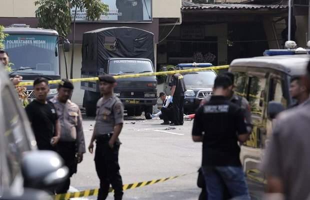 مقتل 4 عناصر شرطة وإصابة 6 آخرين نتيجة هجوم إنتحاري في إندونيسيا