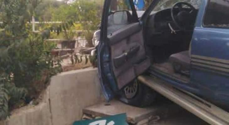 الدفاع المدني: 5 جرحى بينهم 4 أطفال جراء حادث مروري على طريق عام جعيتا