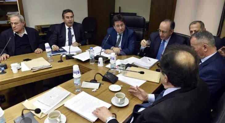 بدء جلسة لجنة المال لمتابعة مناقشة التقريرين المتعلقين بالتوظيفات بحضور شقير