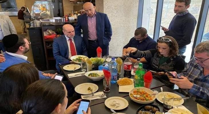 هجوم على مطعم في رام الله استضاف مسؤول فلسطيني وصحافيين إسرائيليين