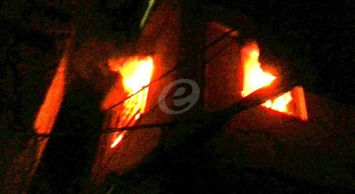 حريق ضخم في شركة منظفات وأدوات صحية في إيران