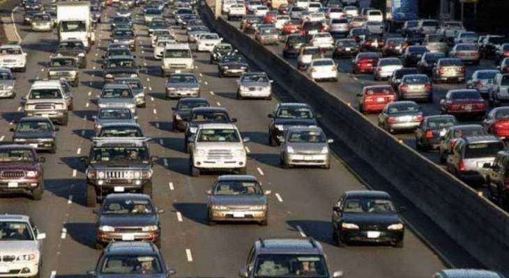 تصادم بين سيارتين بعد النفق الاول باتجاه خلدة وحركة مرور كثيفة بالمحلة